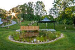 romantischer Garten im Schlosspark Mauerbach