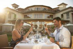 Romantisches Abendessen im Innenhof (c) Bernhard Bergmann (Hotel Larimar)
