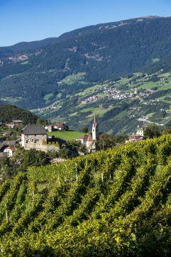 romantisches Feriendorf Gufidaun bei Klausen ©Helmuth Rier (Tourismusverein Klausen, Barbian, Feldthurns und Villanders)