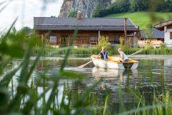 Ruderspaß für Groß und Klein auf dem Weiher (c) Fotostudio Wälder (Alpzitt Chalets)