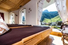 Ruheraum mit Bergblick (c) Daniel Demichiel (Hotel Sun Valley)