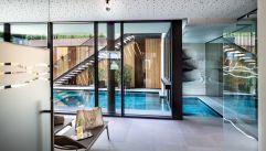 Ruheraum mit Blick auf den Pool im Christof (c) Helmuth Rier (winzerhotels)