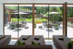 Ruheraum mit Blick in den Garten (Naturhotel Rainer)