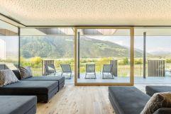 Ruheraum mit Panoramaterrasse im Sommer (Wanderhotel Vinschgerhof)