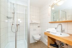 Rupertihof_Badezimmer mit Dusche (Ruperti Hotels)