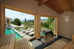 Sauna mit Blick auf den Outdoorpool (Gut Edermann)