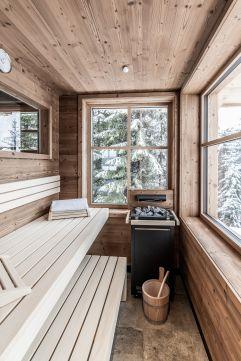 Sauna mit Blick auf verschneite Landschaft (c) ratko-photography (Benglerwald Berg Chaletdorf)