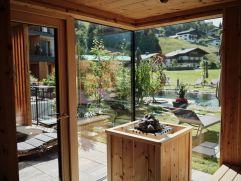 Sauna mit Blick nach außen im Hotel MorgenZeit (c) Youngmedia