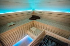 Sauna mit LED-Beleuchtung (Thermenhotel Gass)