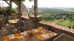 Schloss Kapfenstein Terrasse mit herrlicher Aussicht (winzerhotels)