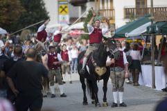 Schnalzer auf dem Pferd beim Bauernherbstfest Krimml (Tourismusverband Krimml)