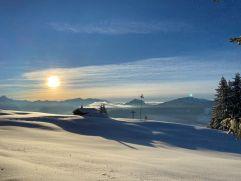 Schneelandschaft bei Sonnenschein (c) Patrick vom Berg (Parkhotel Burgmühle)