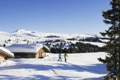 Schneeschuhwanderer Villanderer Alm im Tourismusverein Klausen