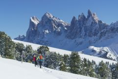 Schneeschuhwanderung in den Bergen (c) IDM Südtirol (Hotel Sun Valley)