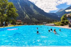 Schwimmbad mit Bergpanorama (Tourismusverband Krimml)