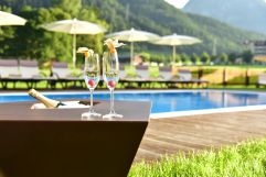 Sekt am Pool genießen (Hotel Post am See)