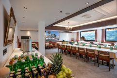 Seminarraum mit Buffet (Hotel Waldfriede)