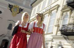Shoppingvergnügen auf der Kaiser-Franz-Josef Straße (c) Wolfgang Stadler (Tourismusverband Bad Ischl)