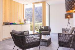 Sitzlounge im Wellnessbereich mit Getränkebar (Wanderhotel Vinschgerhof)
