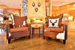 Sitzplätze im Barbereich des Hotels (c) Sascha Duffn (Hotel Jagdhof)