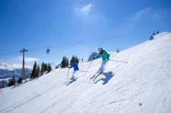 Skifahren bei Sonnenschein (c) TVB (Tourismusverband Rauris)