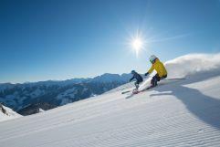 Skifahren mit Blick auf die traumhafte Winterlandschaft (c) Michael Gruber (Tourismusverband Rauris)