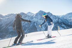 Skifahrer beim Hinunterfahren (c) wisthaler.com (Olang)