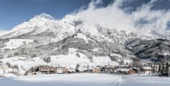 Skihotel und Chalets PURADIES in Leogang direkt am Pistenrand (c) Peter Küehnl (PURADIES Hotel & Chalets)