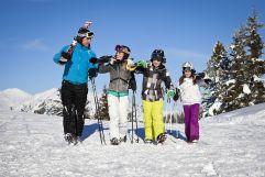Skitag mit der ganzen Familie bei herrlichem Wetter (c) TVB Wald (Biohotel Castello Königsleiten)