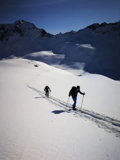 Skitour bei traumhafter Kulisse (c) Bernhard Huber (Hotel Zürserhof)