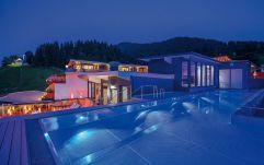 Sky Pool-Beleuchtung in der Nacht (c) Markus Auer (Hotel Kaiserblick)