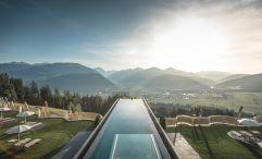 Skypool mit atemberaubendem Ausblick (Alpin Panorama Hotel Hubertus)