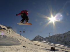 Snowboard-Fahrer beim Springen (c) Peter Leitner (Alpengasthof Zollwirt)