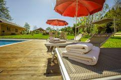 Sonnenliegen laden zum Verweilen ein (Hotel Rupertihof)