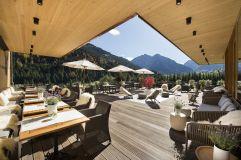 Sonnenterrasse mit Panoramablick (c) Aileen Melucci (Wellnesshotel Walserhof - Kleinwalsertal Hotels)