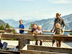 Spaß beim Goldwaschen auf der Heimalm (c) MAYA Inspiranto (Tourismusverband Rauris)