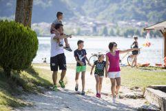 Spaziergang entlang des Lago di Levico  (c) Federico Modica (TVB Valsugana Lagorai)