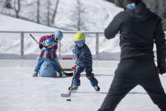Spiel und Spaß auf dem Eisplatz Schlucher-Treff (c) Liechtenstein Marketing (Hotel Gorfion Familotel)