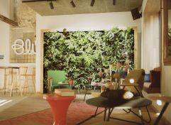 Stilvolle Lobby mit Living Wall (c) Lisa Edi (Hotel Blü Gastein)