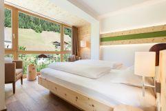 Superior Zirbenzimmer in stilvollem Ambiente (Naturhotel Rainer)