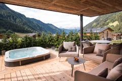 Terrasse mit traumhaftem Ausblick im Chalet Salena (c) Michael Huber (Hotel Quelle Nature Spa Resort)