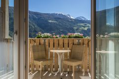 Terrasse mit wunderschönen Ausblick (c) Hannes Niederkofler Photography (Wanderhotel Vinschgerhof)