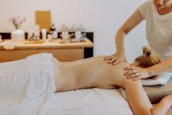 Tiefenentspannung bei der Körpermassage (c) Karin Bergmann (Ratscher Landhaus)