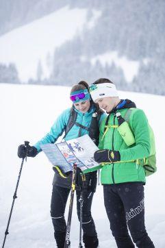 Tourenplanung für die Schneeschuhwanderung (c) Florian Bachmeier (Tourismusverband Rauris)