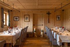 Traditionell eingerichtetes Hotelrestaurant (Tirler-Dolomites Living Hotel)