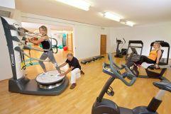 Training auf der Power Plate (c) Heimplätzer Werbefotografie (Concordia Wellnesshotel & Spa)