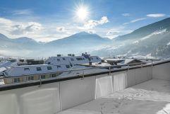 Traumaussicht von der Dachterasse auf das angezuckerte Bad Hofgastein (c) Lisa Edi (Hotel Blü Gastein)