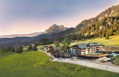 Traumhafte Außenaufnahme mit Blick auf die Berge (Hotel Bergblick)