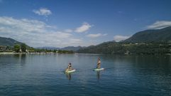 Traumhafte Aussicht beim Stand Up Paddling am Caldonazzosee (c) Federico Modica (TVB Valsugana Lagorai)