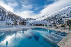 Traumhafter Outdoor-Pool (Alpen-Wellness Resort Hochfirst)
